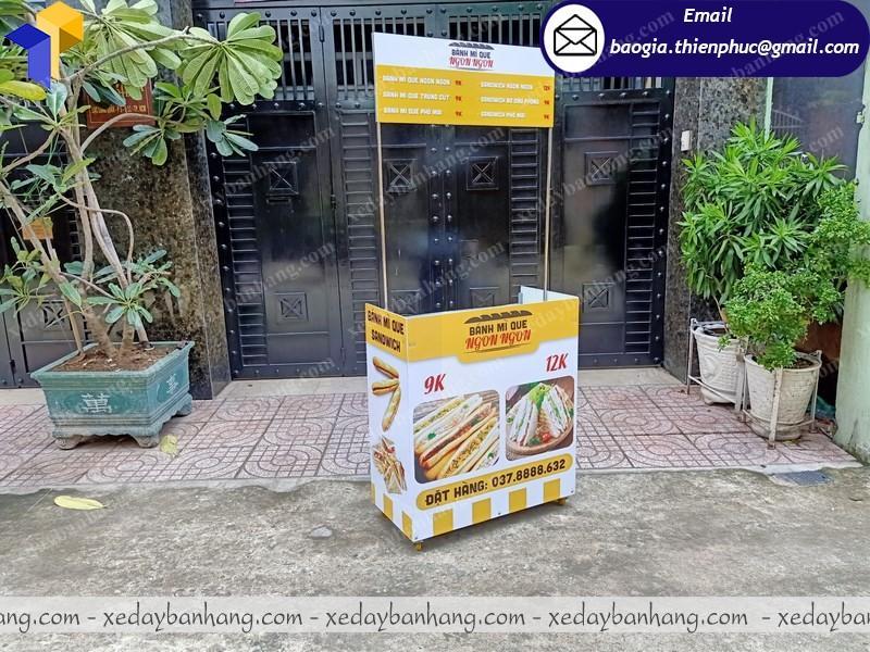 Quầy booth bán bánh mì lưu động ở phú quốc