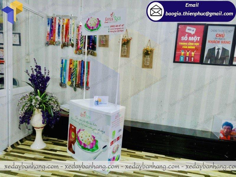 booth nhựa phát gạo từ thiện giá rẻ