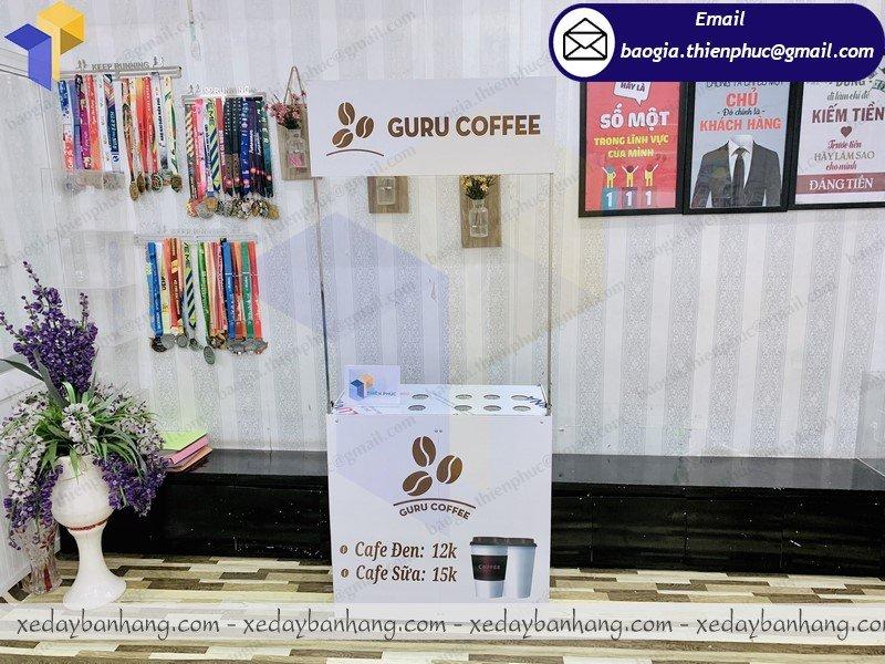 booth sắt bán cà phê latte
