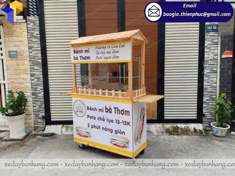 đóng xe đẩy bán bánh mì bằng gỗ