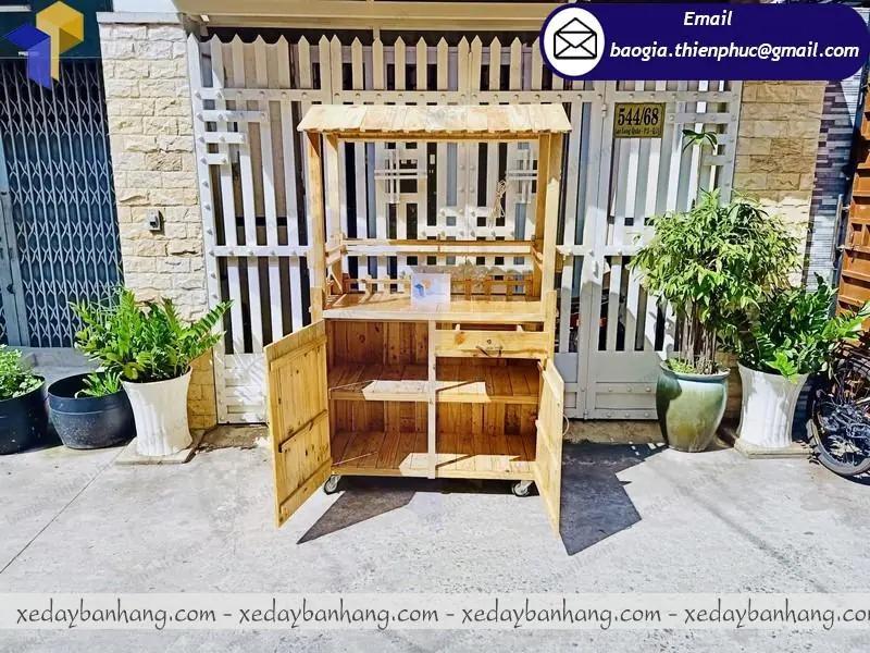 hình ảnh quầy gỗ bán trà chanh vỉa hè