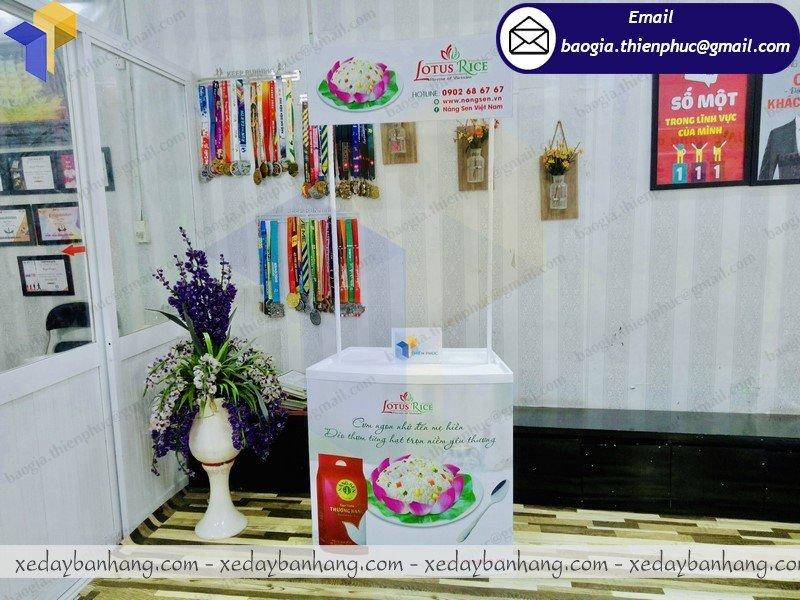 booth nhựa phát gạo từ thiện