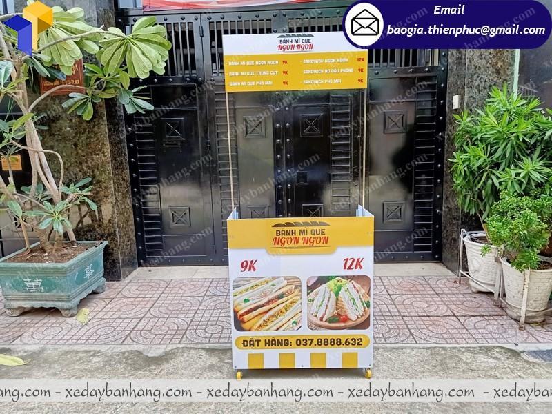 Quầy booth bán bánh mì lưu động ở sài gòn