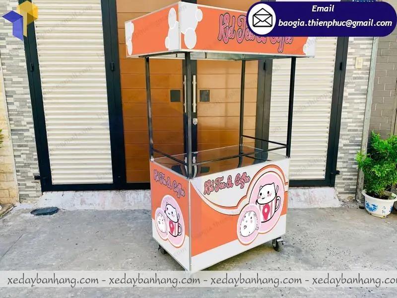 quầy xe sắt bán trà sữa vỉa hè
