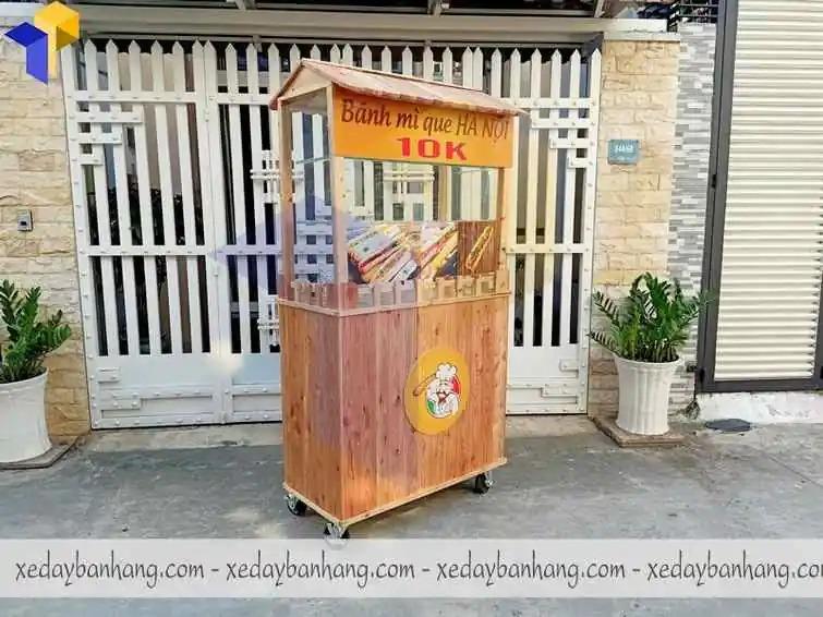 xe bán đồ ăn vặt bánh mì  bằng gỗ