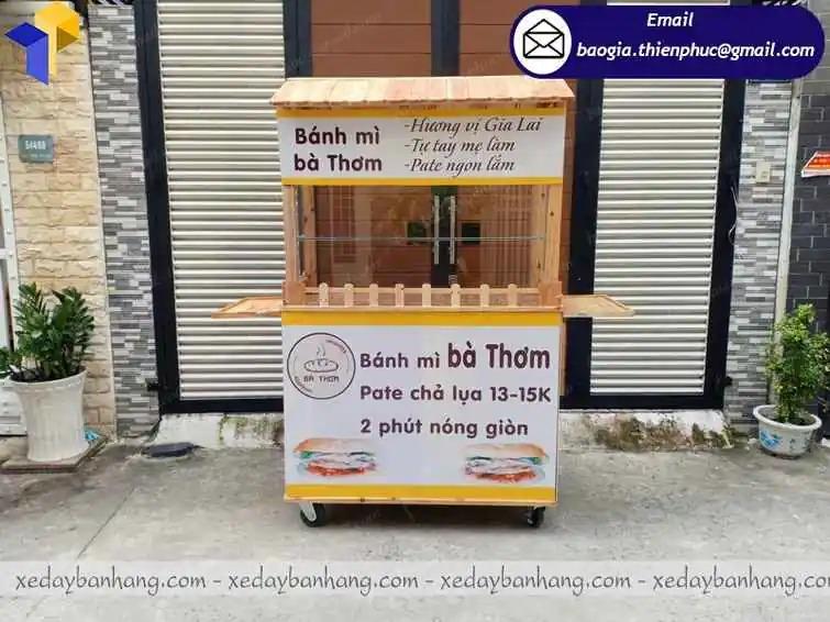 xe đẩy bán bánh mì bằng gỗ
