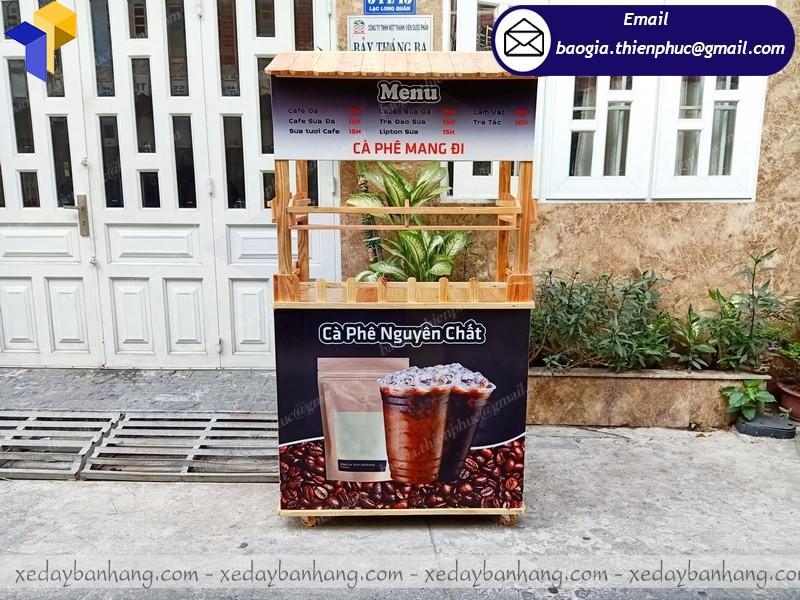 xe gỗ bán cà phê mang đi